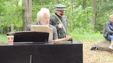 Ein Männlein steht im Walde